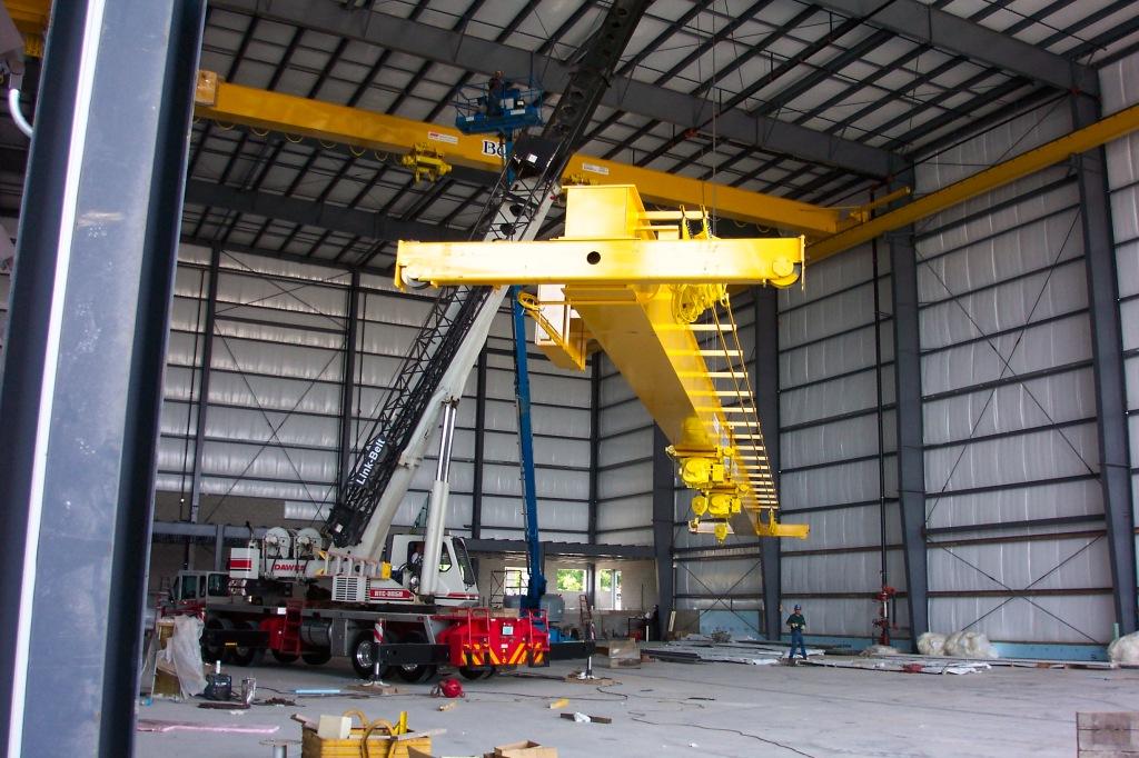 7-22-04-_0350-maint-material-handling